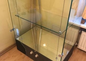Стеклянный выставочный шкаф для магазинов кафе