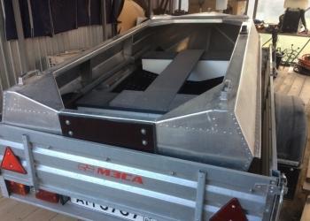 Легкая алюминиевая лодка