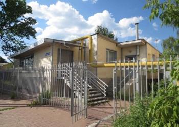 Продается отдельно стоящее нежилое здание с земельным участком в собственности.