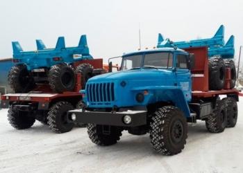 Трубовоз Урал 4320 с прицепом роспуском