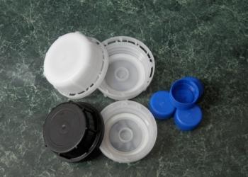 Предлагаем крышки полиэтиленовые ( собственное производство)