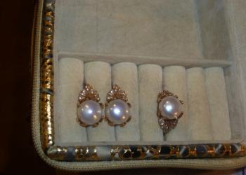 продам комплект золото с жемчугом (серьги+кольцо)
