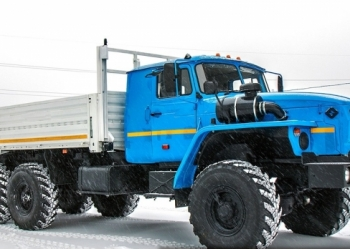 Урал-4320 бортовой со спальным местом