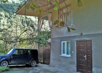 Абхазия. Сухум, ул. Чанба. 2-х этажный жилой дом 190 кв.м. 5 комн. Сад 15 соток.