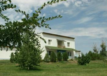 Дом 350 м2, земля 60 соток, на берегу р.Ахтуба
