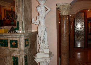 """Мраморная скульптура со светильником """"Дама с лампой"""""""