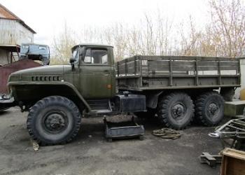 Грузовой автомобиль УРАЛ-4320 бортовой
