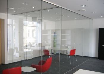 Изготовление и монтаж стеклянных перегородок