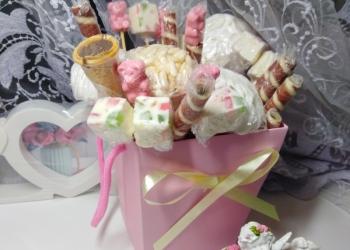 Коробочка со сладостями