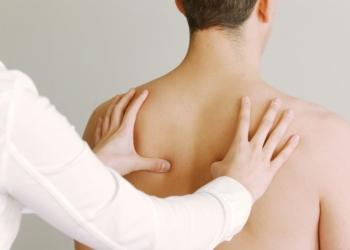 Медицинская помощь врача - остеопата.