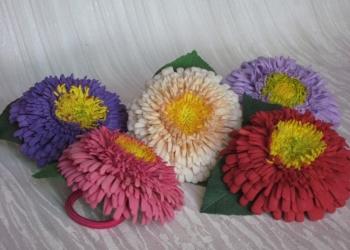 продаю резинки,украшенные цветком астры
