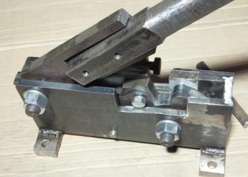 Ручной станок для рубки (резки) арматуры до 20мм.