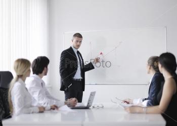 Сотрудник с опытом преподавания для проведения обучающих школ в офисе