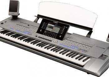 Yamaha Tyros5 61-Key Arranger Keyboard Workstation