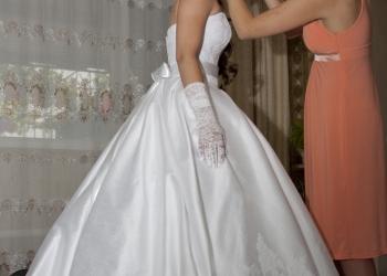 Свадебное платье белое со шлейфом