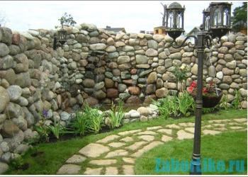 Заборы из дикого камня