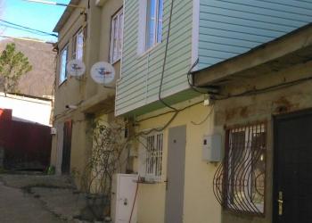 Продам 3-х этажный жилой гараж в пос. Лазаревское ул. Изумрудная.
