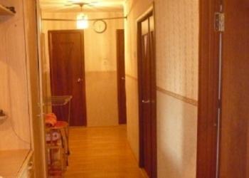 Продается трех комнатная квартира на седьмом этаже девяти этажного панельного