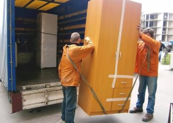 Это мы Перевозим в Красноярске вашу мебель и грузы без платы за ЭТАЖИ и КИЛОМЕТР