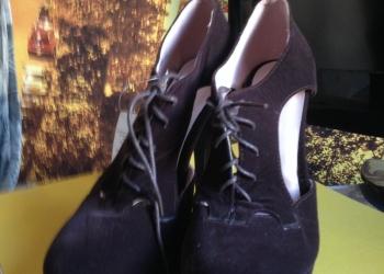 Замшевые коричневые туфли на шнуровке