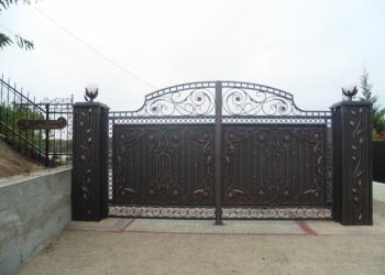 Кованые ворота, калитки на заказ в Краснодаре.
