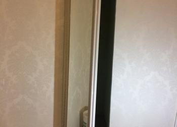 Скрытая зеркальная дверь в багете