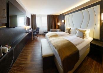 Отель четыре звезды, в городе Дармштадт.
