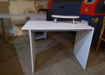 Маникюрные столы, полки, оборудование.
