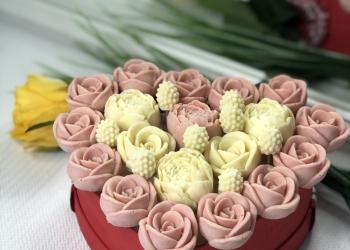 Букеты, корзины и наборы из шоколадных цветов
