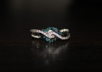 кольцо белое золото с бриллиантами 17 размер
