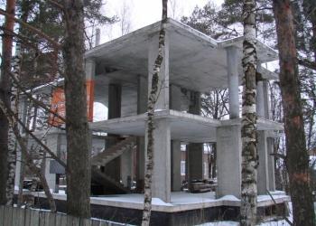 Продам срочно земельный участок с недостроенным домом