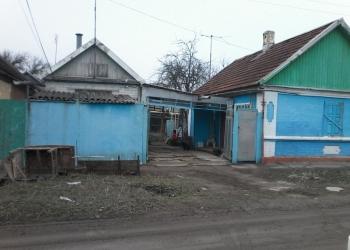 домовладение с коммуникациями, в городе в удобном тихом месте, в частном секторе