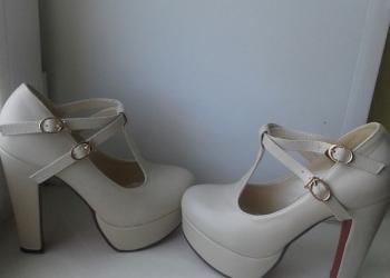 Туфли 34 размер. Цвет-бежевый.