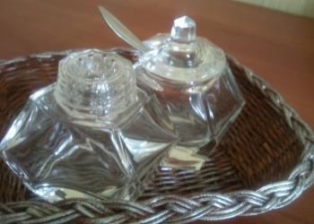 Винтажный комплект из двух солонок.