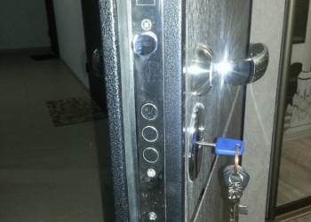 врезка замка в металлическую дверь в гараж