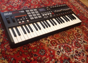 AKAI MPK 49 (MIDI Клавиатура)