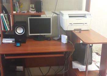 Срочно продам компьютерный стол