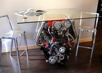 Стол обеденный  двигатель в сборе