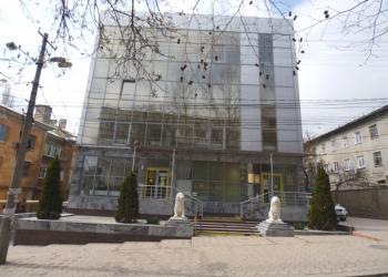 Отдельно стоящее здание общ.пл.833 м.кв., 4 этажа , был банк , своя парковка