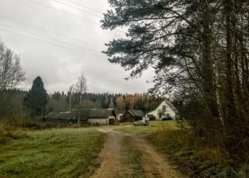 Участок 2 Га. с газом у реки в живописном месте, на участке дом и баня.