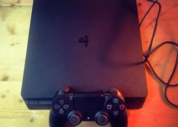 Playstation 4 Slim 1TB Новая.