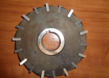 Фреза трехсторонняя 160х22х40 с ножами Р6М5