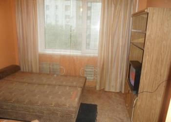 Сдается комната на длительный срок, в трехкомнатной квартире без хозяина