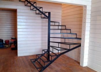 Металлический каркас лестницы для дома, дачи, нежилого помещения, здания