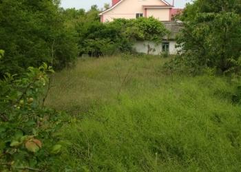 Продам участок под ИЖС со старвм домиком в п. Кача