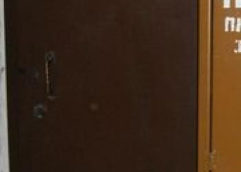 Установка стальных одностворчатых тамбурных дверей