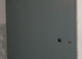 Установка стальных тамбурных дверей с глухими вставками в большие проемы