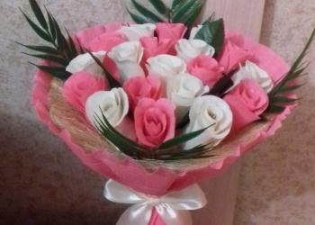 Букеты и композиции из цветов и конфет,топиарий декоративный