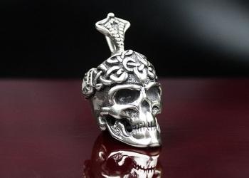 Подвеска с черепом и кельтским узором