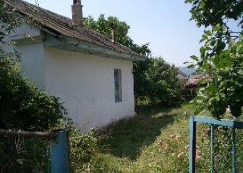 Продаётся дом старой постройки, под снос или под ремонт.
